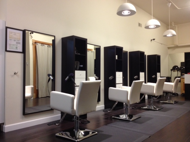 Modern family hair salon for Photo salon moderne